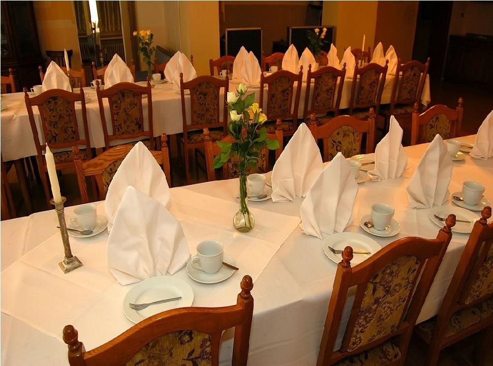 Decorazioni Sala Laurea : Il lavoro di responsabile di sala maitre dhotel
